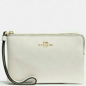 🌷{NEW WITH TAGS}●Coach Corner Zip Wristlet🌷
